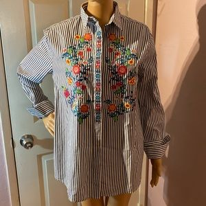 New with tags womens button down top